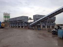 2 x Inline Aggregate Storage Hopper + Belt Conveyor