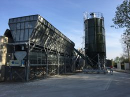 Inline Aggregate Storage Hopper + Belt Conveyor + 2 x Bolted Vertical Silos 65m³